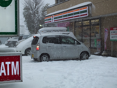 雪のセブンイレブン