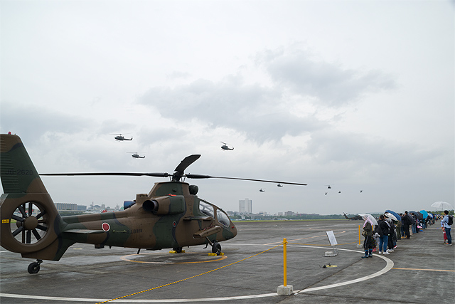 OH-1、編隊飛行